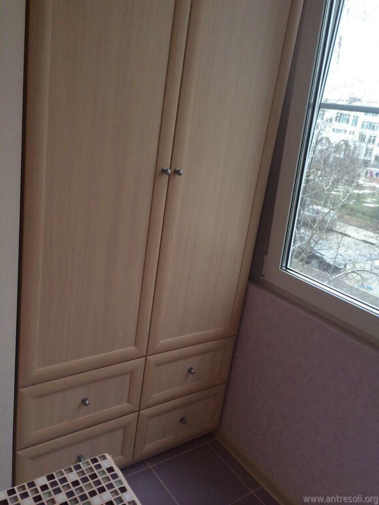 Шкафы для одежды на балкон фото..